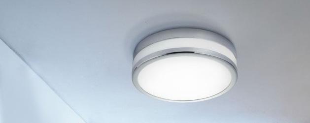 Потолочный светильник в ванной