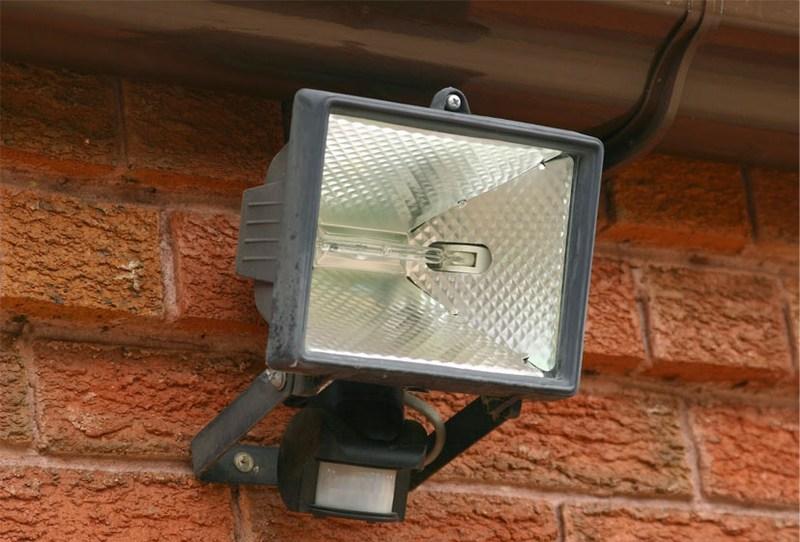 Светодиодныей прожектор на улице